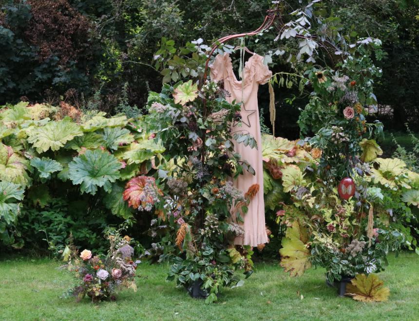Saint Floral workshop installation wedding arch